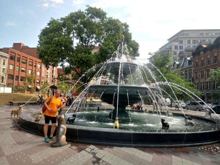Tacky dog fountain in Toronto