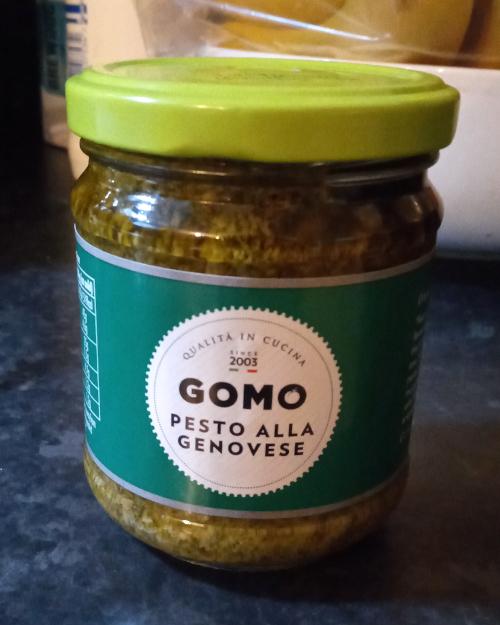 Gomo Pesto Alla Genovese